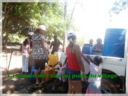 La corvée de l'eau au puits du village