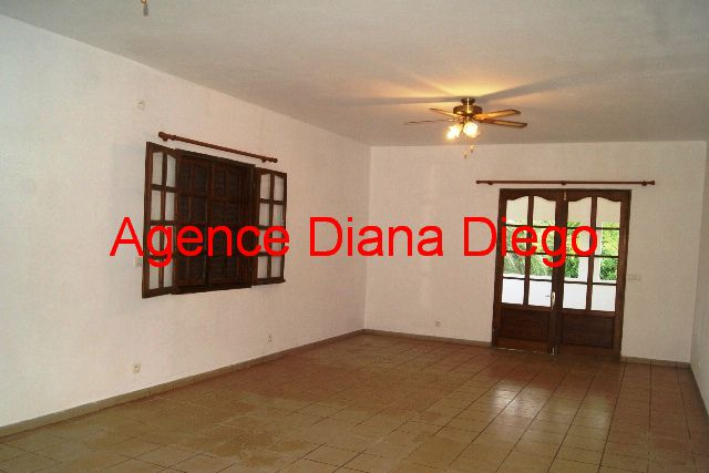 www.diego-suarez-immobilier.com appartement en location centre ville Diego-Suarez salon salle à manger