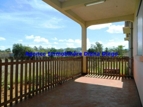 Location grande villa jardin 4000m immobilier diego for Location grande villa