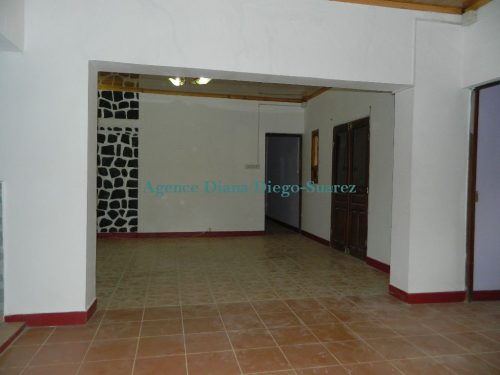 Location annuelle villa vide Fokontany Ambohimitsinjo Diego-Suarez