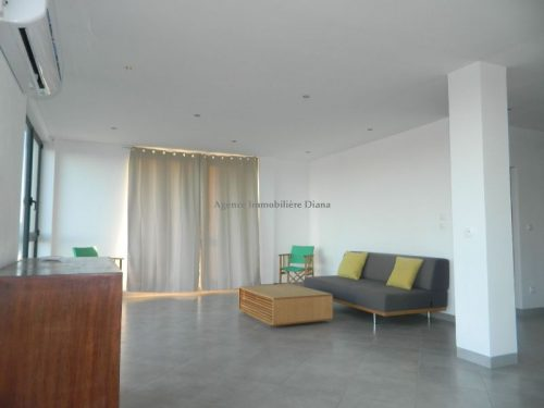 location appartement meubl deux chambres vue mer centre ville diego immobilier diego suarez. Black Bedroom Furniture Sets. Home Design Ideas