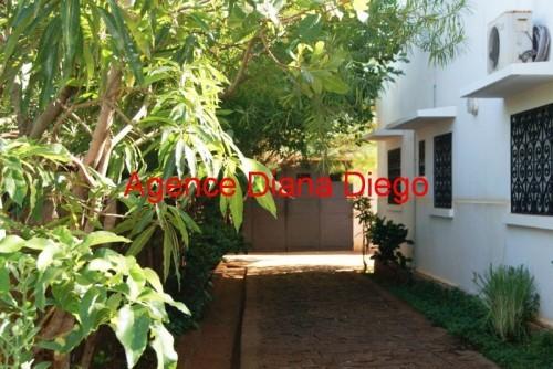 location-belle-villa-vide-universite-diego-suarez