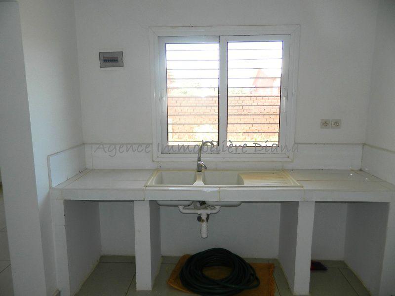 location-villa-neuve-deux-chambres-quartier-scama-diego-suarez