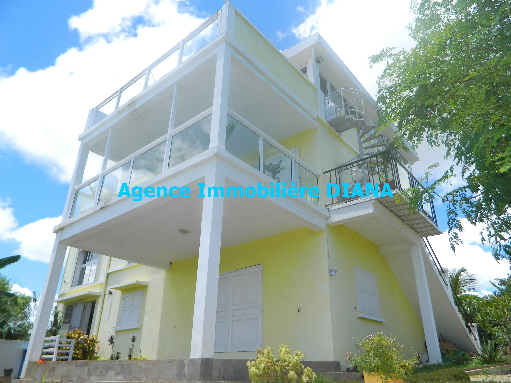 vente-villa-deux-appartements-diego-suarez